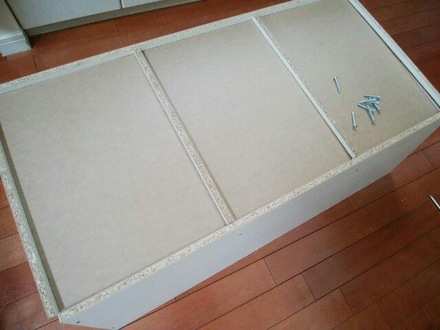 組み立て途中のカラーボックス背面からの写真