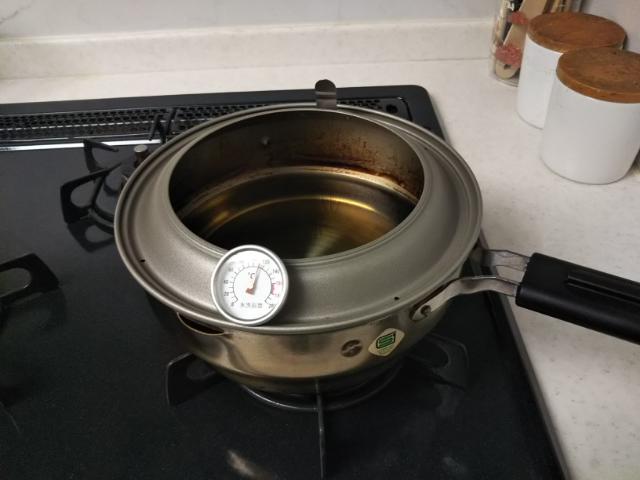 温度計がついた天ぷら鍋